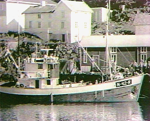 Fiskebåten Western fra Myken - ved kai en godværsdag.