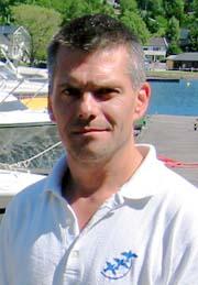 Frank Smith er sekretær i Hyggen båtforening. Han får mange telefoner fra båtfolk som vil ha plass i Hyggenbukta.