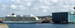 Cruise-skip i Haugesund. The World var innom i juni 2004. (Foto: Gisle Jørgensen)
