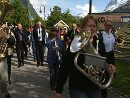 Sunndal Kulturfestival har eit omfattande program. Her frå paraden opningsdagen. Foto: Kjell Jøran Hansen.