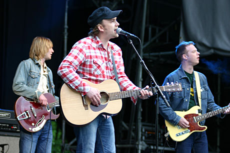 Sgt. Petter og bandet hans sang været bedre i Frognerbadet. Foto: Per Ole Hagen.