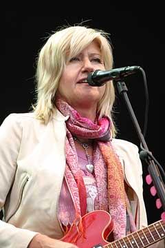 Anne Grete Preus varmet Frognerbadet med sin vakre sang søndag. Foto: Arne Kristian Gansmo, NRK.