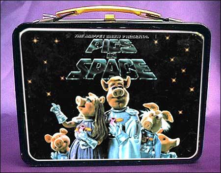 For spesielt interesserte er det også mulig å kjøpe denne Pigs in Space lunsjboksen.