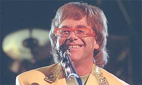 <b>Kongebling:</b> Elton John har hatt en glitrende karriere, bokstavelig talt. Foto: Morten Holm, NTB.
