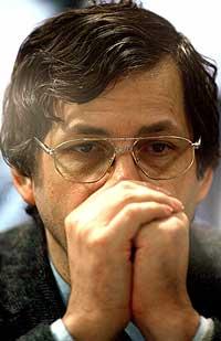 SKYLDIG: Marc Dutroux på tiltalebenken i domstolen i den belgiske byen Arlon tirsdag ettermiddag. (Foto: Reuters)