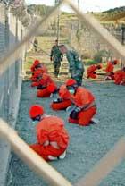 Flere hundre fanger sitter i fangenskap på den amerikanske militærbasen Guantanamo på Cuba. Foto: AP/Scanpix.
