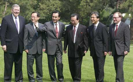 Seks-nasjonersmøtet prøver å løse atomkrisen på Korea-halvøya (Foto: G. Baker, AFP)