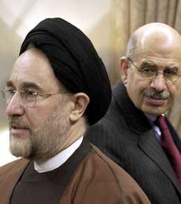 Mohammad Khatami (t.v.) saman med leiaren for IAEA, Mohamed ElBaradei. (Arkivfoto: AP/Scanpix)