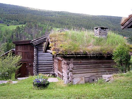 I Heidal finner vi Norges største tetthet av fredede hus og gårdstun. Foto: Guri Norstrøm, NRK