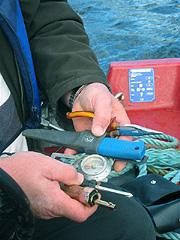 Ta med litt verktøy og et kompass, sier Hans Due. Foto: Sjur Sætre, NRK