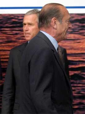 Presidentene Bush og Chirac skal møtes igjen i Brussel. (Arkivfoto)