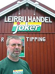 Anton Steberg Løkken selger geitost og leverpostei på Internett. Foto: Guri Norstrøm, NRK