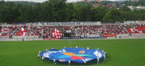 FFK er på jakt etter en hovedsponsor for 2005-sesongen. - Jeg kan bekrefte at det dreier seg om en telefonoperatør, sier administrerende direktør Mokkelbost.