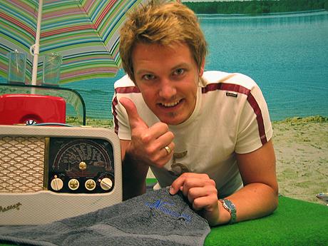 Arild Opheim og Norgesglasset gir bort ett badehåndkle til alle som får sitt sommerminne på lufta. Foto: Per Kristian Johansen, NRK