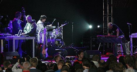 Bugge Wesseltoft spilte fredag tidlig ettermiddag på Odeon-scenen på Roskilde. Foto: Jørn Gjersøe, nrk.no/musikk.
