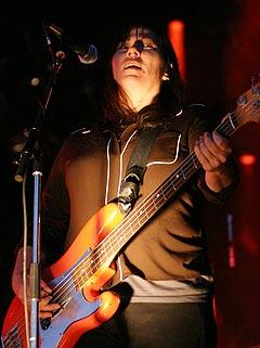 Bassist og vokalist Kim Deal. Foto: Jørn Gjersøe, nrk.no/musikk.