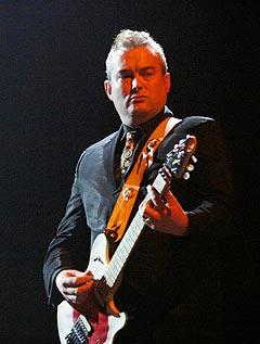 Morrisseys gitarist Alain Whyte. Foto: Jørn Gjersøe, nrk.no/musikk.