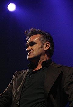 Morrissey, her på Roskilde i 2004, kommer tilbake i år. Foto: Jørn Gjersøe, nrk.no/musikk.