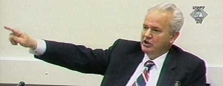 VIL SKYLDE PÅ OMVERDEN: Milosevic skal etter planen starte sitt forsvar i dag. Her er han fra utspørringen av den kroatiske presidenten Stipe Mesic 2. oktober 2002. (Arkivfoto: FNs krigsforbryterdomstol for det tidligere Jugoslavia)