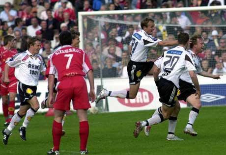 Rosenborg-spillerne jubler etter at Fredrik Winsnes gjorde 1-0. (Foto: Marit Hommedal / SCANPIX)