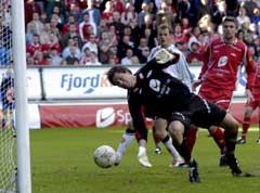 Håkon Opdal måtte slippe fire baller bak seg. (Foto: Marit Hommedal / SCANPIX)