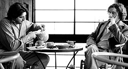 Her er det Alfred Molina og Steve Coogan som snakker om alt og ingenting over en kaffe. Foto: Filmweb.