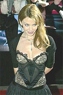 Kylie Minogue må opereres for sin brystkreft. Foto: Scanpix.