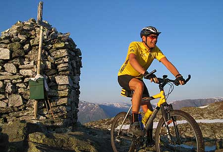 Håvard Myrvang på toppen av Molden i Luster. Eige foto.
