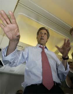 VIL TILLATE: John Kerry dreier fokus vekk fra nasjonal sikkerhetspolitikk, og sier at han vil tillate forskning på stamceller. (Foto: AFP/Scanpix)