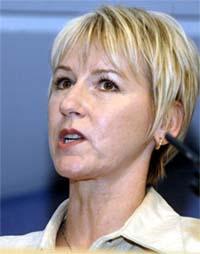 POPULÆR: Ifølge en meningsmåling foretrekker opptil 70 prosent av svenskene Margot Wallström som ny sosialdemokratisk leder, men hun er ikkje Perssons kadidat. (Foto: AFP / Scanpix)