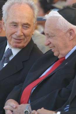 Peres og Sharon kan havne i samme regjering igjen (Foto: R. Zvulun, Reuters)