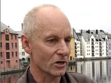 Oddbjørn Leirvik ved Teologisk fakultet er kritisk til talen. (Foto: NRK)