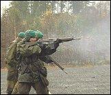 Soldater har skyteøvelse på Heistadmoen.