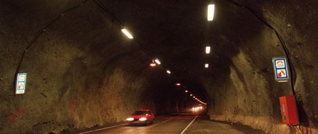 Det er mye dyrere å bygge tunneler. De trenger blant annet dyre nødsamband, sier Sigrun Eng. Foto: Scanpix.