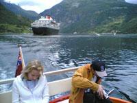 Passasjerarane på veg til Geiranger. Foto: Alf-Jørgen Tyssing.