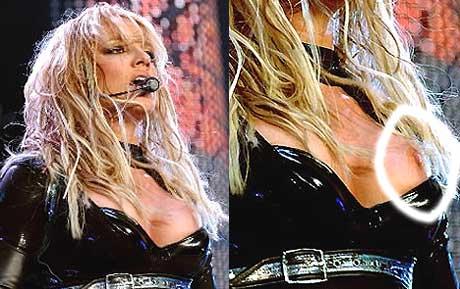 Bildet til venstre er hentet fra fansidene www.britneyspears.bz. The Suns sin versjon har visse tilføyninger. Hvilket bilde er manipulert?