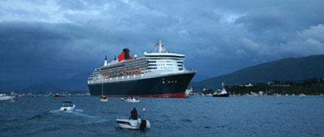 Queen Mary 2 kom til Ålesund seint torsdag kveld. Foto: Birgit Vartdal.
