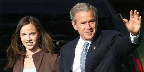 George W. Bush setter mye inn på å vinne Florida og har trukket datteren Barbara inn i valgkampen (Scanpix/AP)