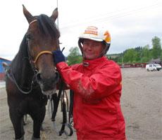 Steinlager er Norges beste travhest. Her med Per Oleg Midtfjeld, kusk og trener. Foto: Scanpix.
