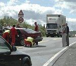 Tre personer ble sittende fastklemt i ulykken.