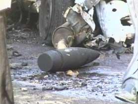 BILBOMBE: En bilbombe drepte fire mennesker i et boligområde i Bagdad i dag. Politiet tror denne granaten løste ut bomben.