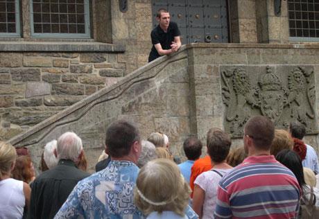 Rekordmange møtte opp opp for å høre Jarle Tollefsrud fortelle om slottets hemmeligheter.
