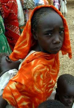 Hundretusener er jaget fra sine hjem i Darfur-regionen (Foto: R. Sigheti, Reuters)