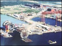 """Spar-plattformen """"Diana"""" under bygging ved Akers verksted i Mantyluoto, Finland. """"Diana"""" ble levert til selskapet Exxon. (Foto: Aker Maritime)"""