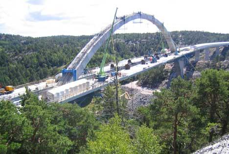 Den polske jernbinderen Jan Stanko omkom etter en fallulykke under byggearbeidene på Svinesundbrua i august 2003.