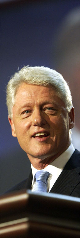 Bill Clinton var forsiktig i sin kritikk av George W. Bush i sin hylllingstale til John Kerry. (Foto: AFP/Scanpix)