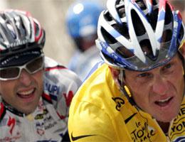 Filippo Simeoni og Lance Armstrong. Foto: AFP PHOTO JOEL SAGET .