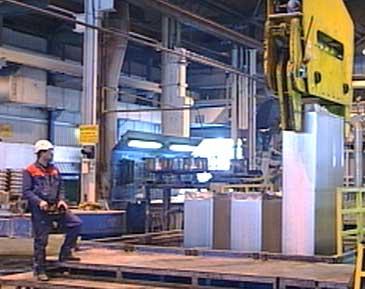 Aluminiumen ved Hydro Aluminium Høyanger Metallverk blir støypt og skipa ut i store blokker.