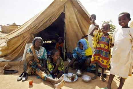 Flere hundre tusen mennesker er drevet på flukt i Darfur-provinsen. (Foto: AFP/Scanpix)