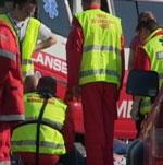 Ambulansepersonell ga behandling på stedet. (Foto: Petter Vidar Vågsvær)